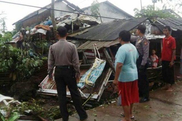 19 Rumah di Indramayu Rusak Akibat Angin Puting Beliung
